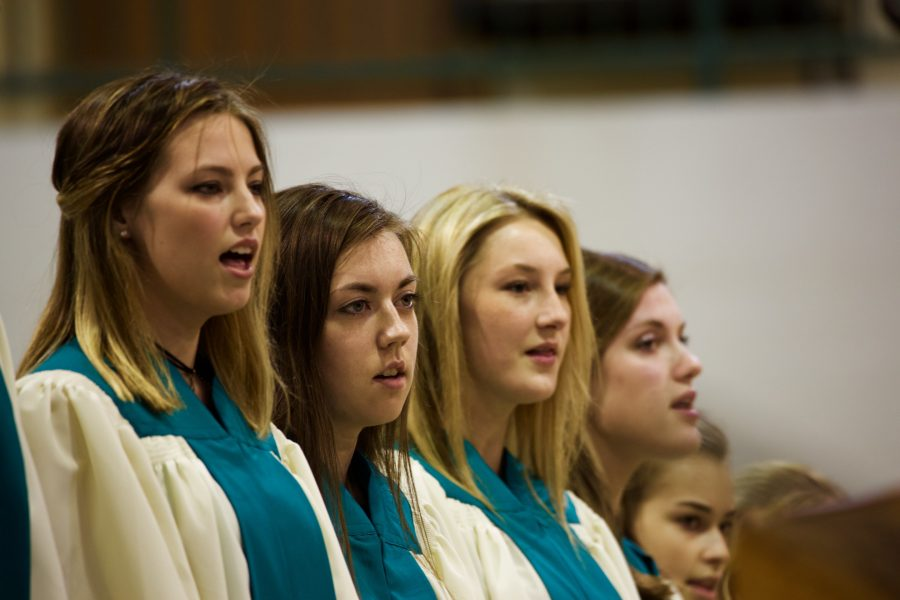 Choirs impress during fall performance