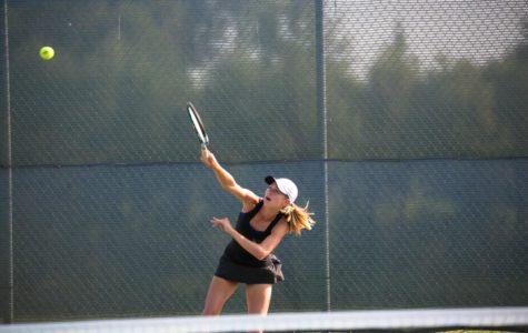 Tennis falls to Delano 3-4 in close match