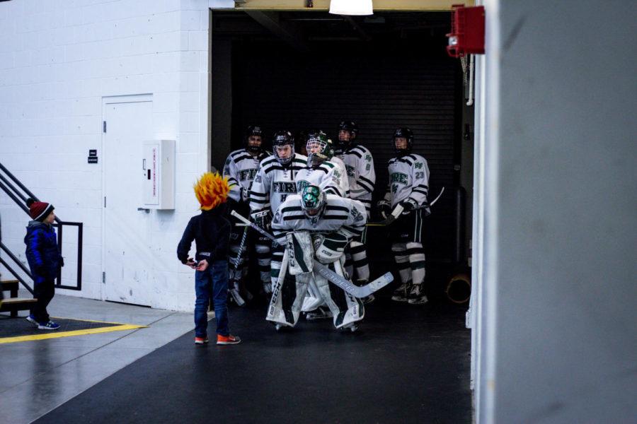 Holy Family Boys Varsity Hockey vs Greenway: