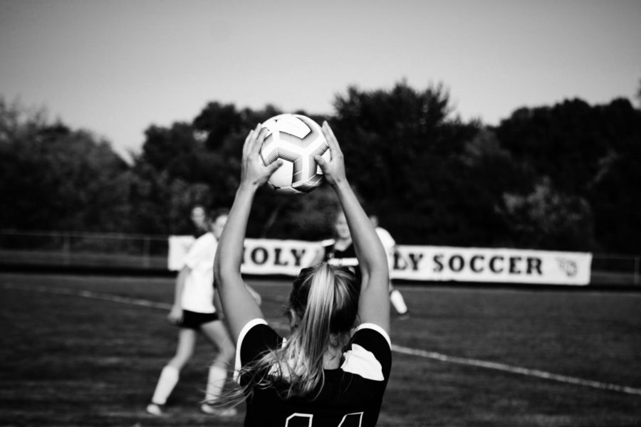 Holy Family's Maeve Kelly '22 (14) during a game against New Prague. Arden Schlegel-The Phoenix