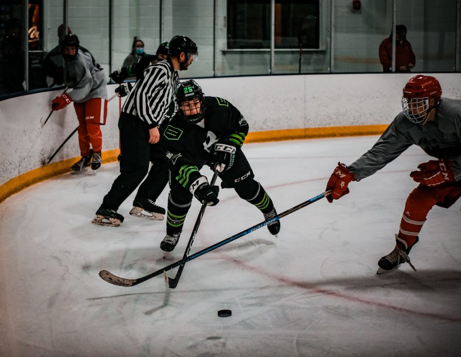 Back Channel Bruisers' Bishop Schugel '21 (25) during a hockey game where The Bruisers' fell to the Fortis Wolfpack 3-1 on Wednesday, November 11, 2020 at St. Louis Park Recreation Center. Collin Nawrocki / The Phoenix